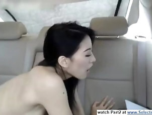 a cinese girl get orgasm in the car